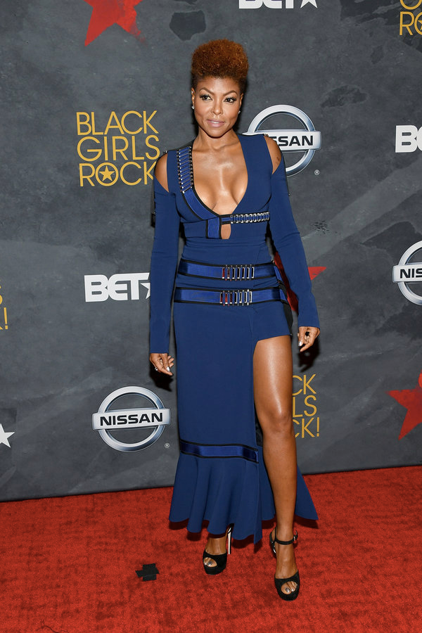 (via: VH1)    Hostess Taraji P Henson ensured all eyes were on her as she wore a cut-out figure hugging dress.