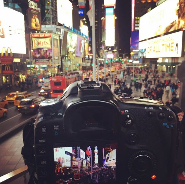 """Somewhere between living and dreaming there's New York"" #newyork #newyorkcity #city #usa #quote #rogeroyen #canon #timessquare #manhattan #photography #follow #people #picoftheday #photographer #photooftheday #america #timelapse #centralpark #brooklynbridge #rockefellercenter #wtc #worldtradecenter #missyou #bigapple"