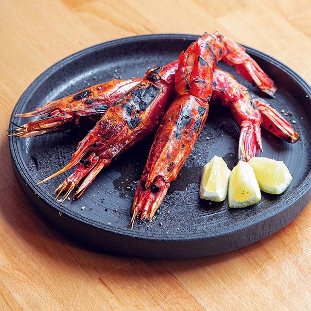 Shuraku is the one of the few places in NYC where you can try Carabineros Prawns from Spain. 🦐🦐🦐 They're big, juicy, soft & plump, filled with shrimpy goodness. For the adventurous eaters: the head is the best part!!! 😋😋 . . . . . . #shuraku #prawns #carabineros #shrimp #seafood #seafooddiet #chefstalk #japanesefood #eeeeeats #nyceats #forkyeah #eaterny #treatyoself #insiderfood #infatuation #michelinguide #yummy #foodgasm #foodie #izakaya #omakase #yelpnyc
