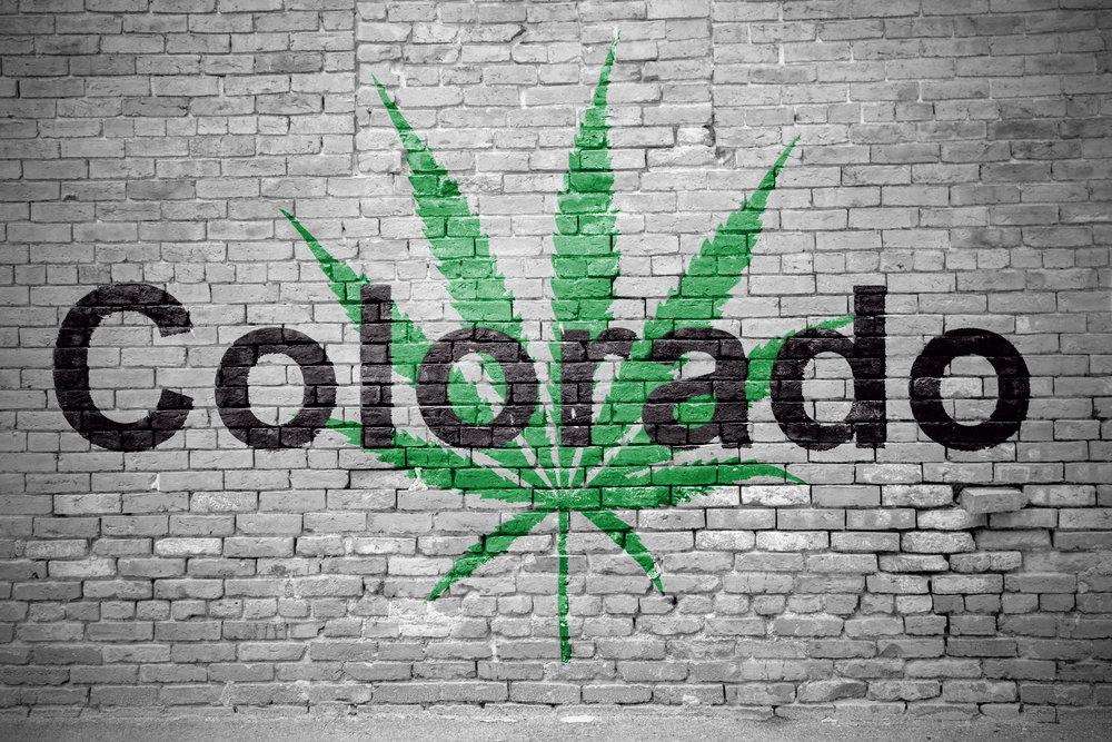 Cannabisbruk blant tenåringer i Colorado har falt kraftig etter at legaliseringen erstattet langere med regulert omsetning og alderskontroll.