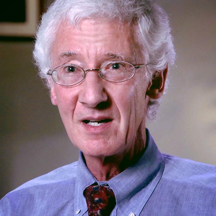 """""""Det mest bemerkelsesverdige er at en enkelt dose med psilocybin som bare varer i 4-6 timer ga varige reduksjoner i symptomer på depresjon og angst. Dette kan gi oss fascinerende nye muligheter i behandlingen av flere mentale lidelser,"""" uttalte Roland Griffiths som er professor i adferdsbiologi ved Johns Hopkins fakultet for nevrovitenskap."""