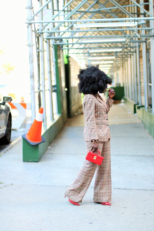 Women-Plaid-Blazer-Outfit-Ideas