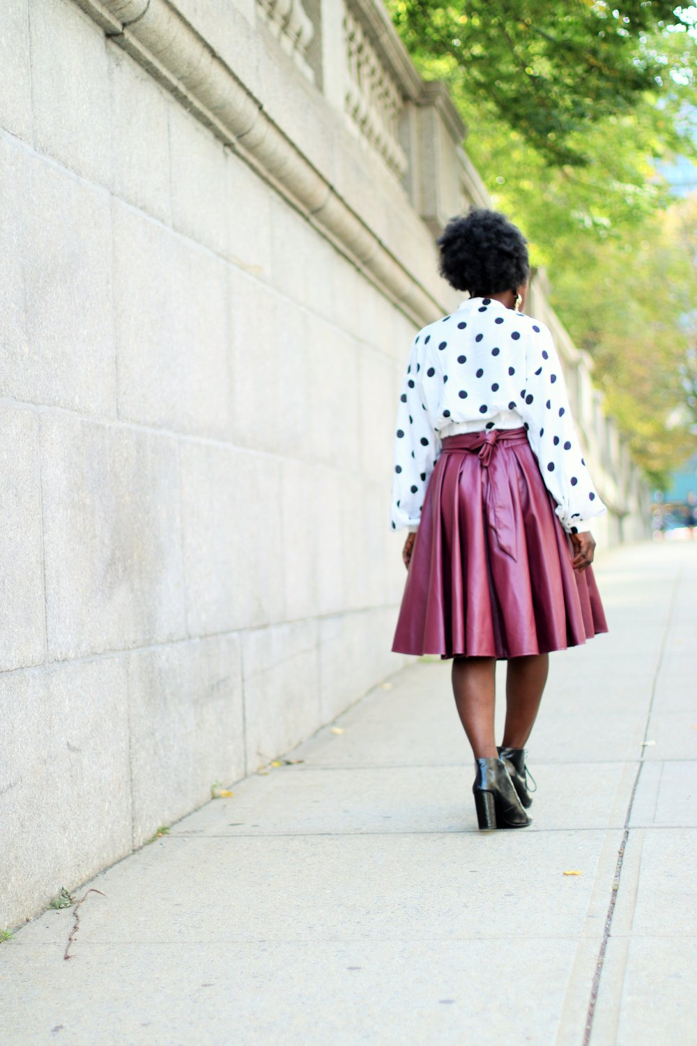 what to wear with a maroon skirt