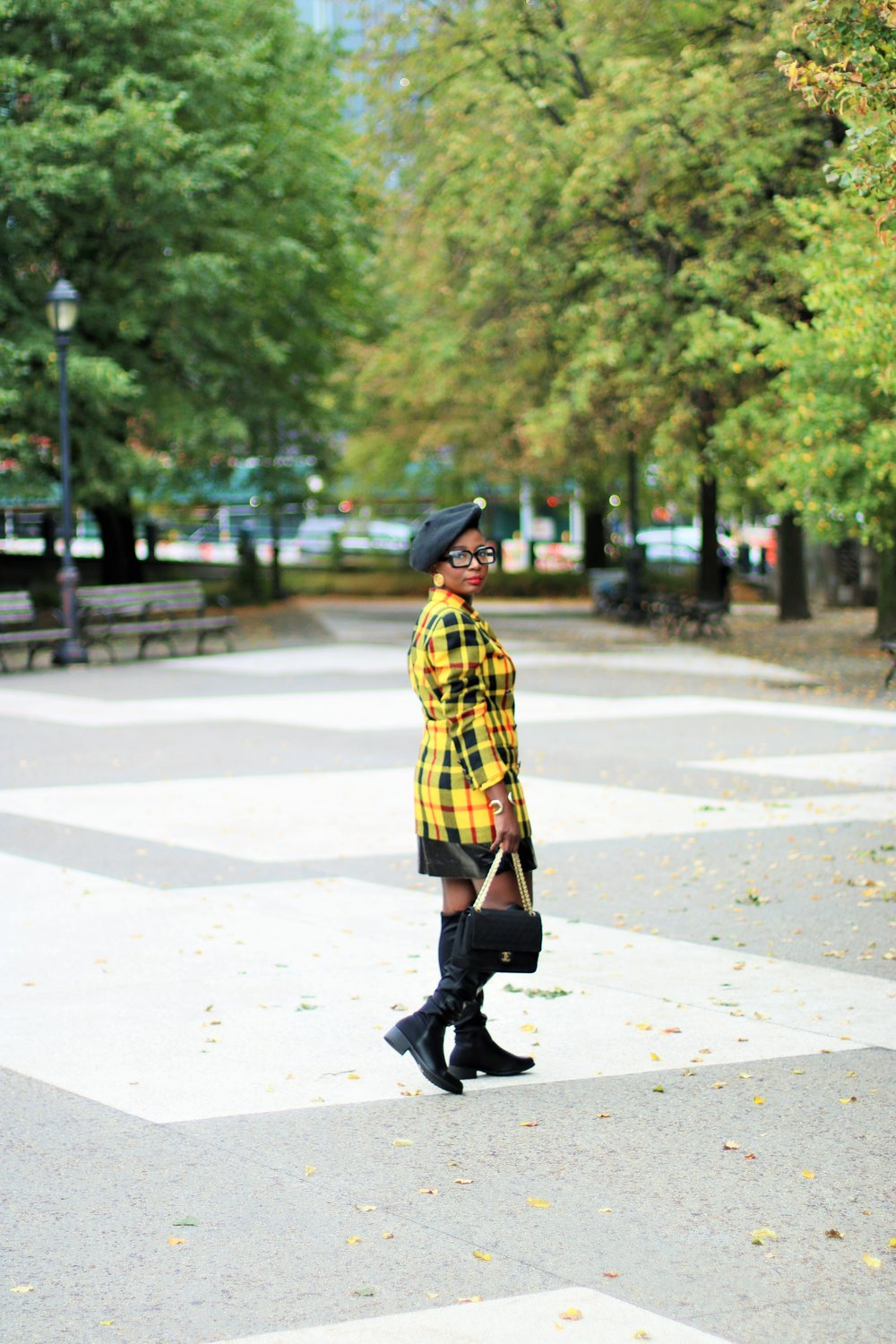 Women-Plaid-Blazer-Outfit-Ideas