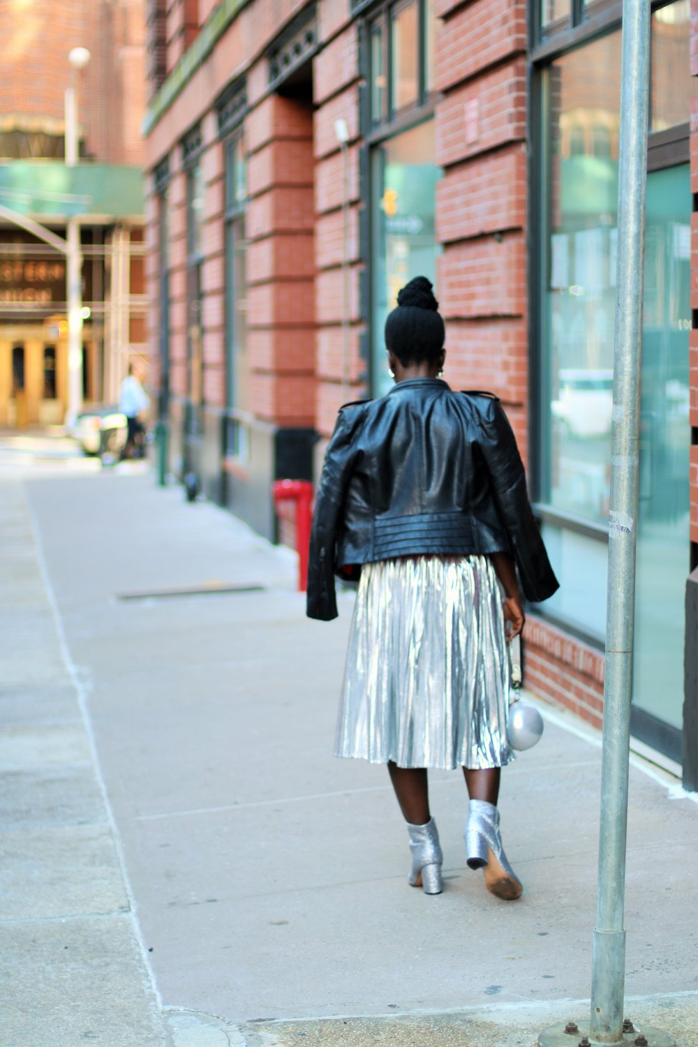 Pleated-Midi-Skirt-Outfit-Ideas