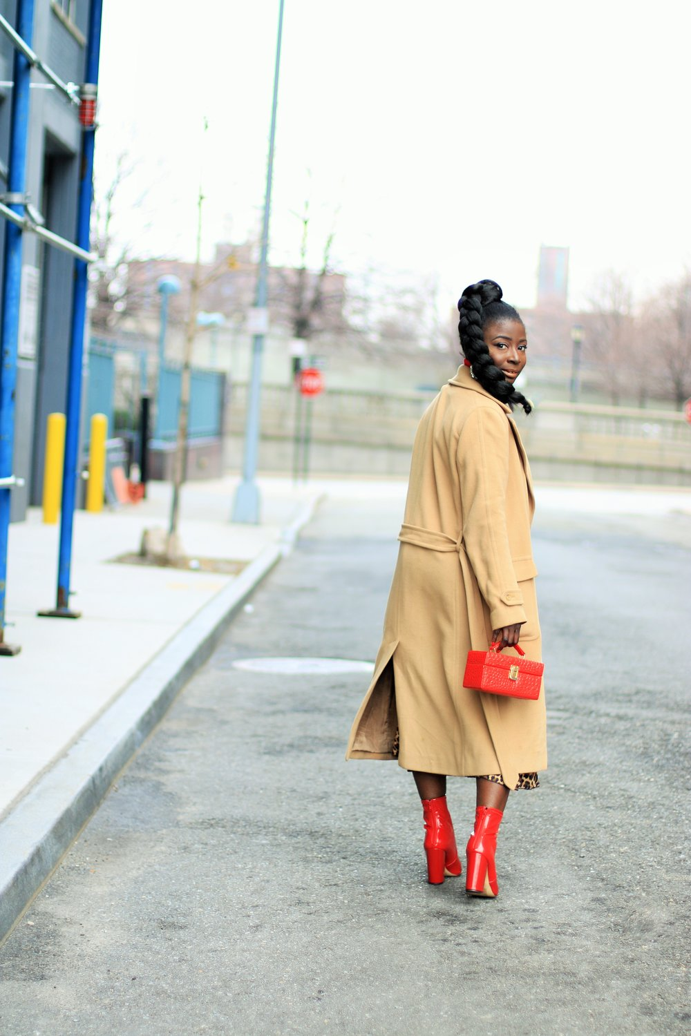 how-to wear-a-camel-coat