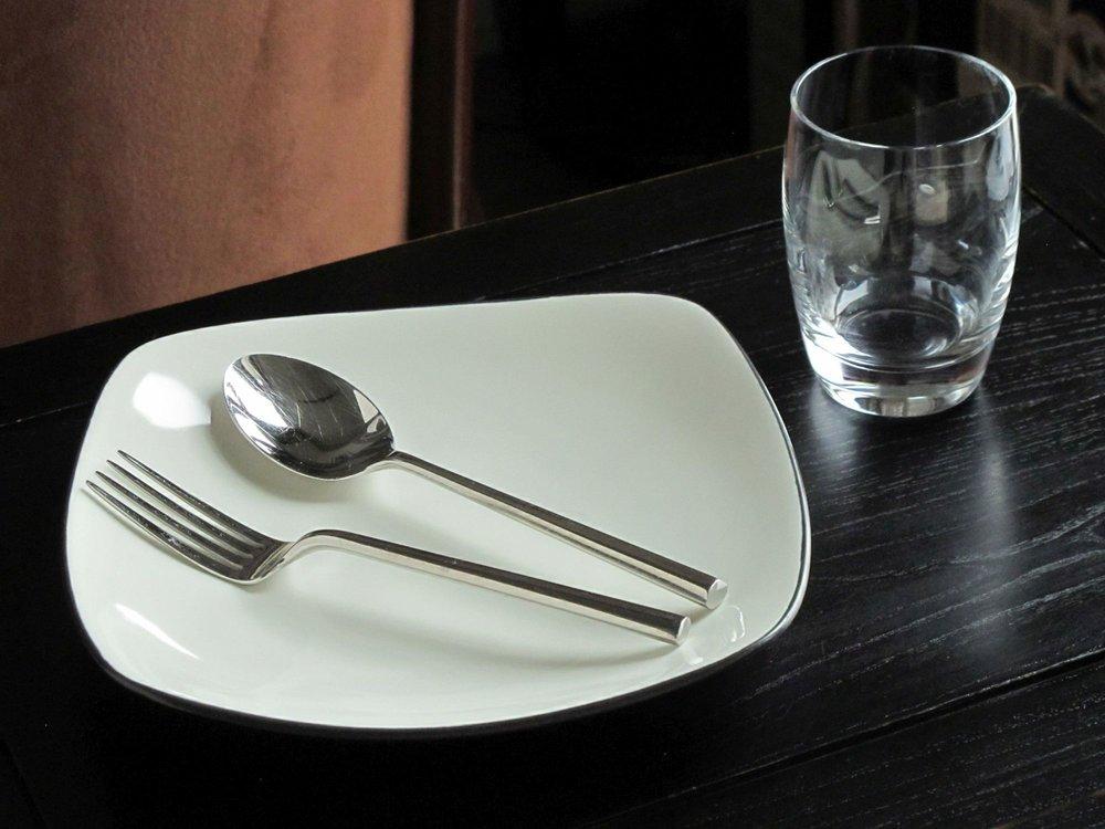 Plate-Silverware-Glass 9475, bi-sharp 72dpi, 2000px irf.jpg