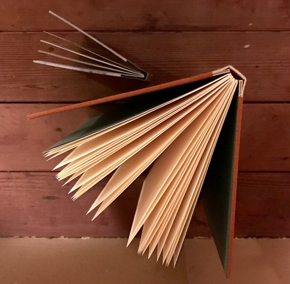 Drumleaf binding book structure