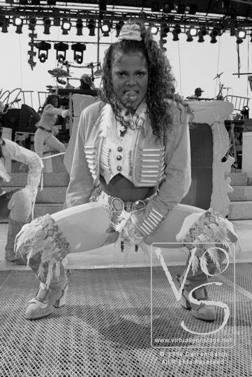 JANET JACKSON 94 vos.jpg