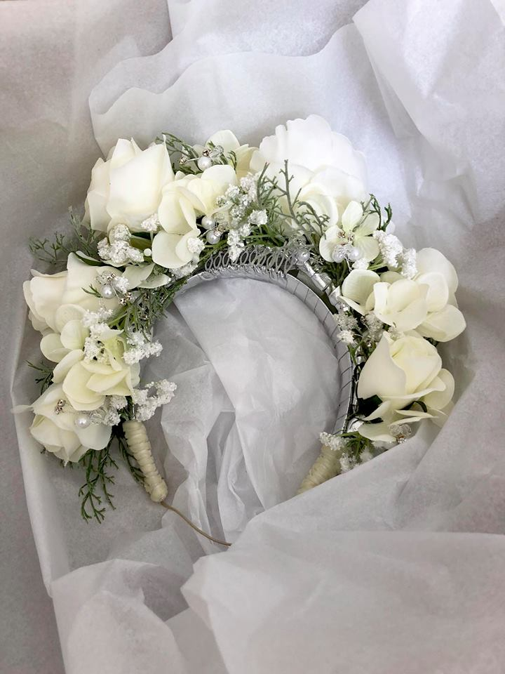 An Engagement party crown