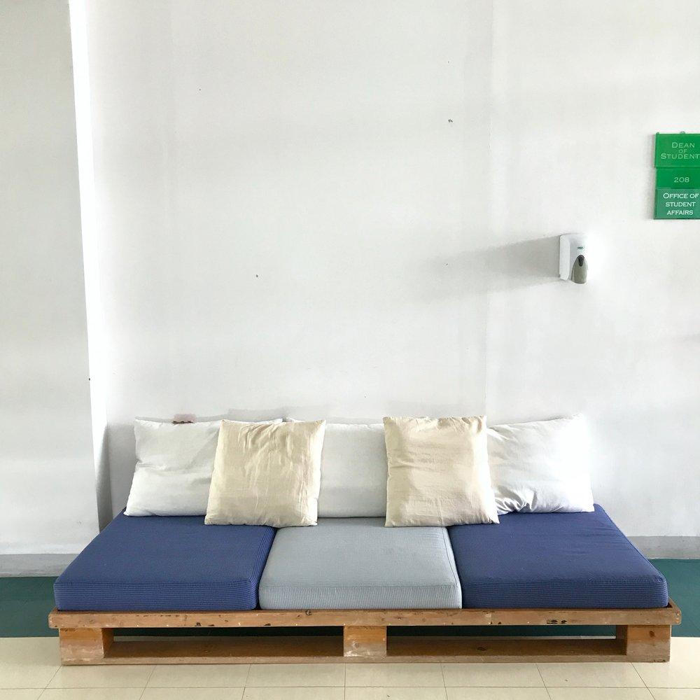 pallet couch.jpg