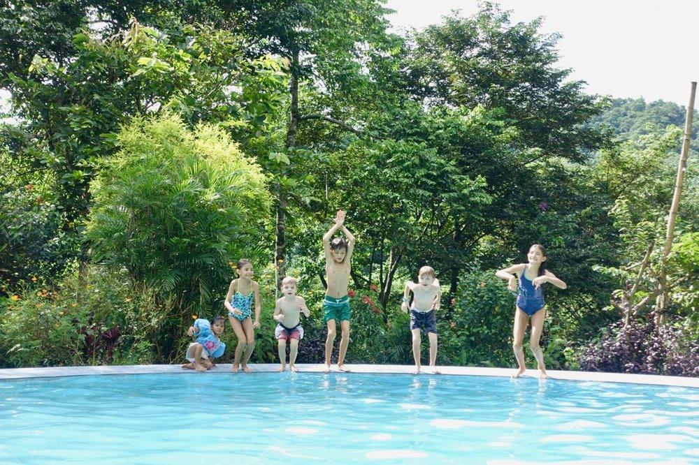kids jump l.jpg