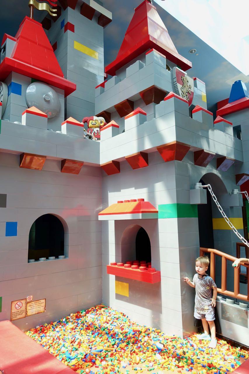 lego castle l.jpg