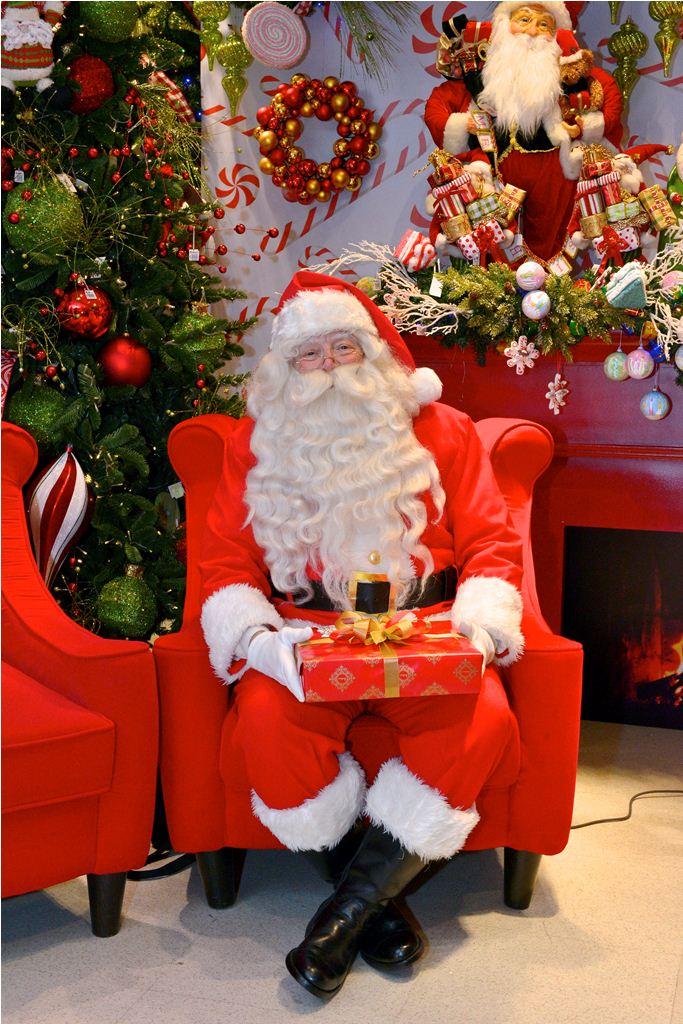 Rustans Santa l.jpg