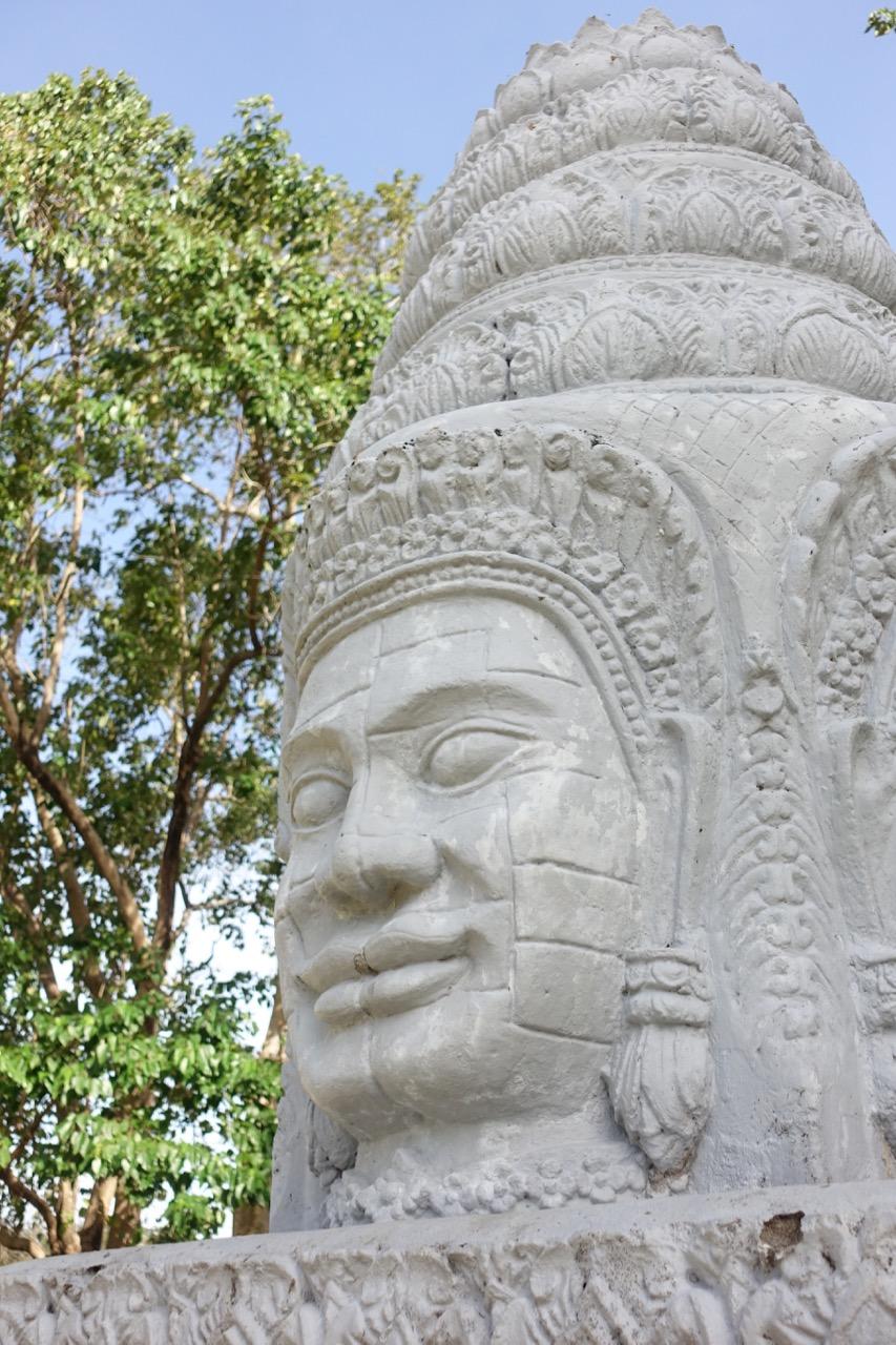 khmer statue l.jpg