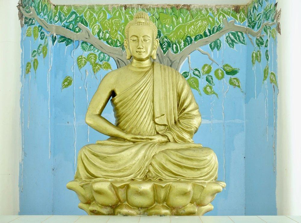 vietnam statue llll.jpg