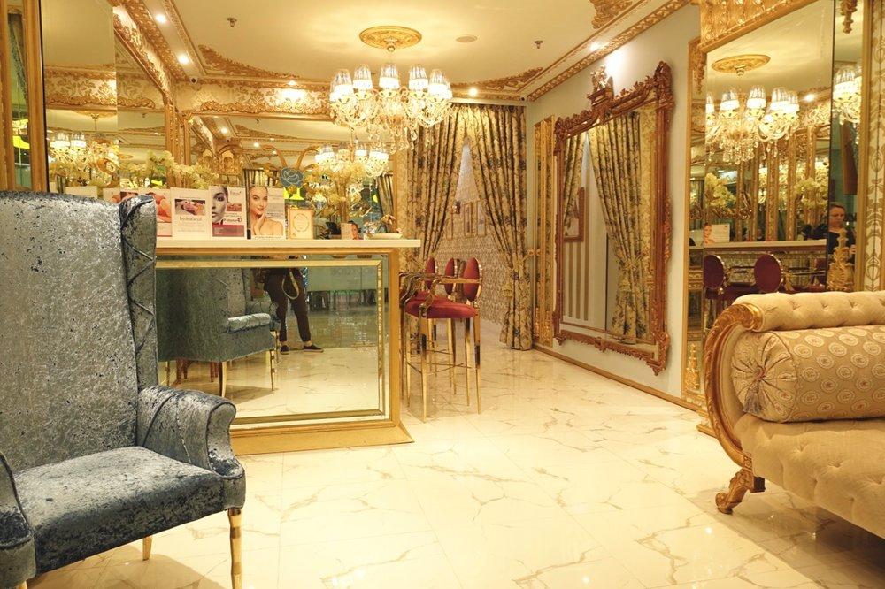 lobby l