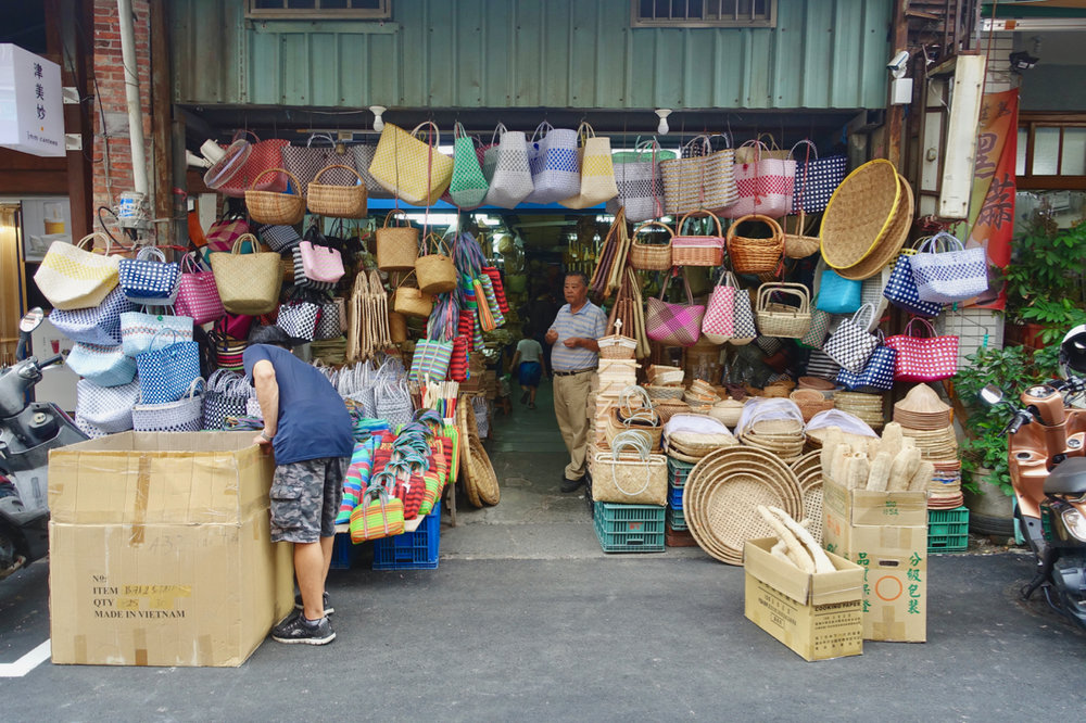 buy street vendor.jpg
