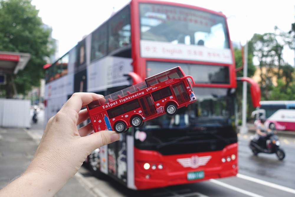see it red bus ll.jpg