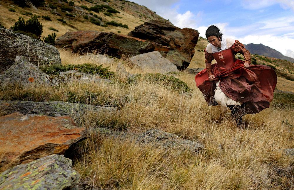 HOfdame verfolgt den Herzog und die Magd Anna  Foto Lorenzi.jpg