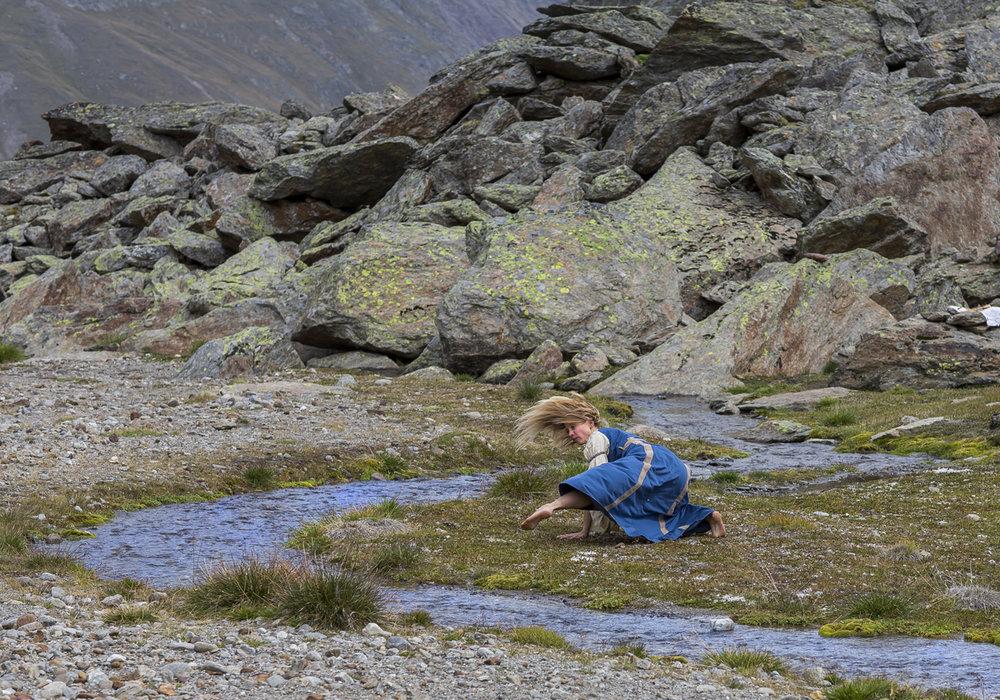 Anna und ihr Tanz der Tiere bei Martin Busch Hütte Foto Lorenzi.jpg