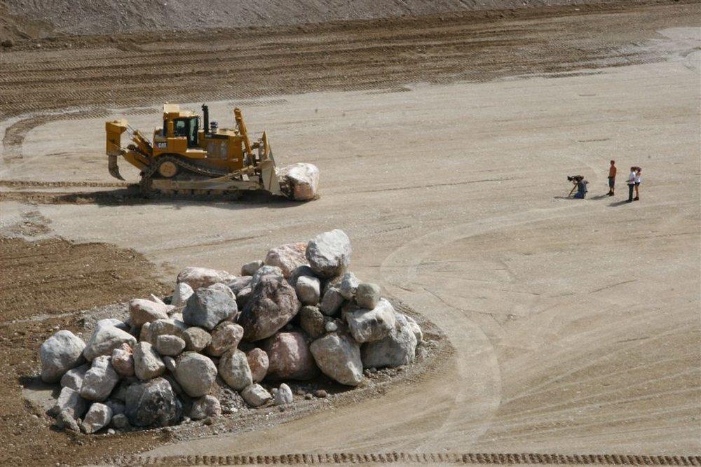 D10 schiebt stein2.jpg