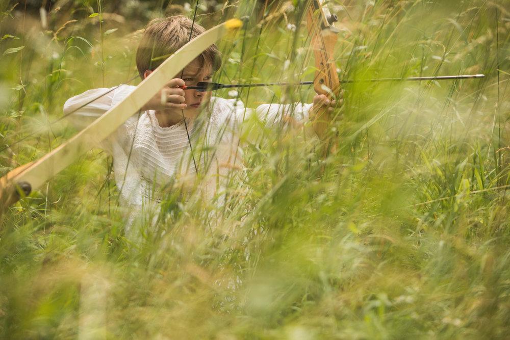 Gustav aiming a young hare © Wolfgang Lienbacher