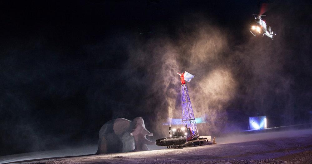 Hannibal on his snowcat followed by an AB 212 of the Austrian Army, © Magdalena Lepka