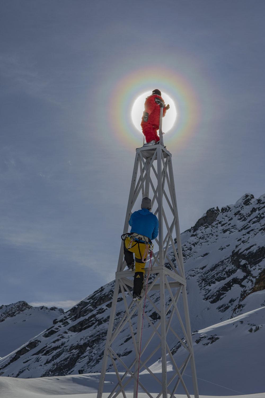 Aeneas am Turm mit Bergführer Walter © Ernst Lorenzi