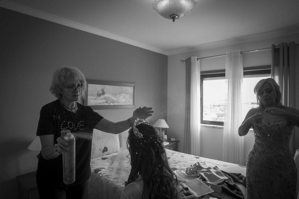 noiva e  cabeleireira