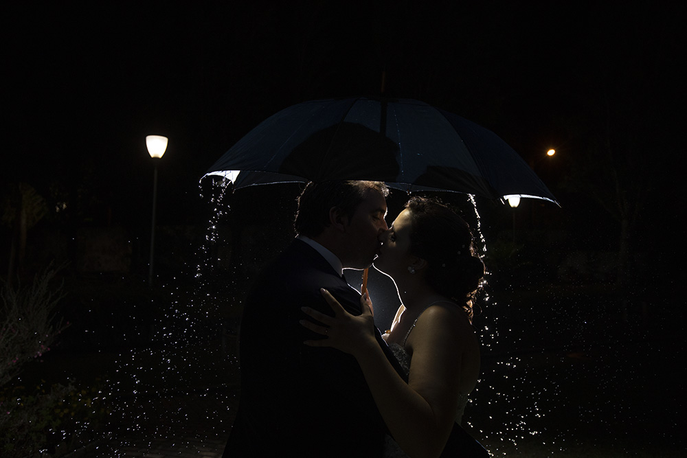 couple kiss rain