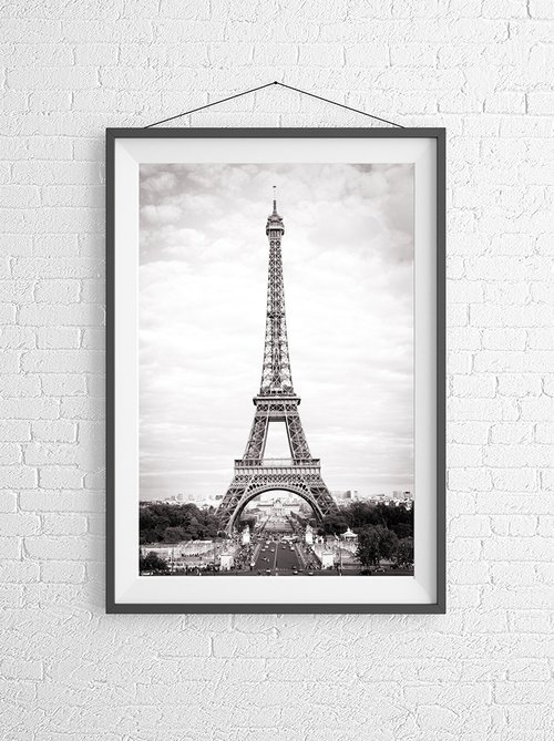 The eiffel tower black and white print