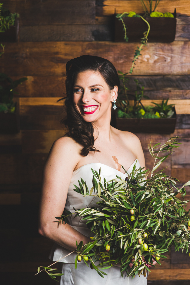 bridal portrait olive bouquet