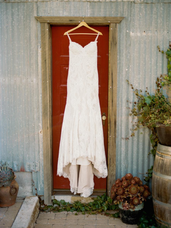THE DETAILS - DRESS:JUSTIN ALEXANDERPHOTOGRAPHER:SARA MAREN PHOTOGRAPHY