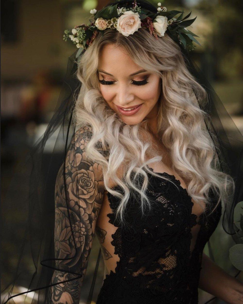 Photo: Jessica Roman |  @jessicaroman__   Makeup:  @makeup_bysusie   Dress: Dress: Olvis |  @olvis_