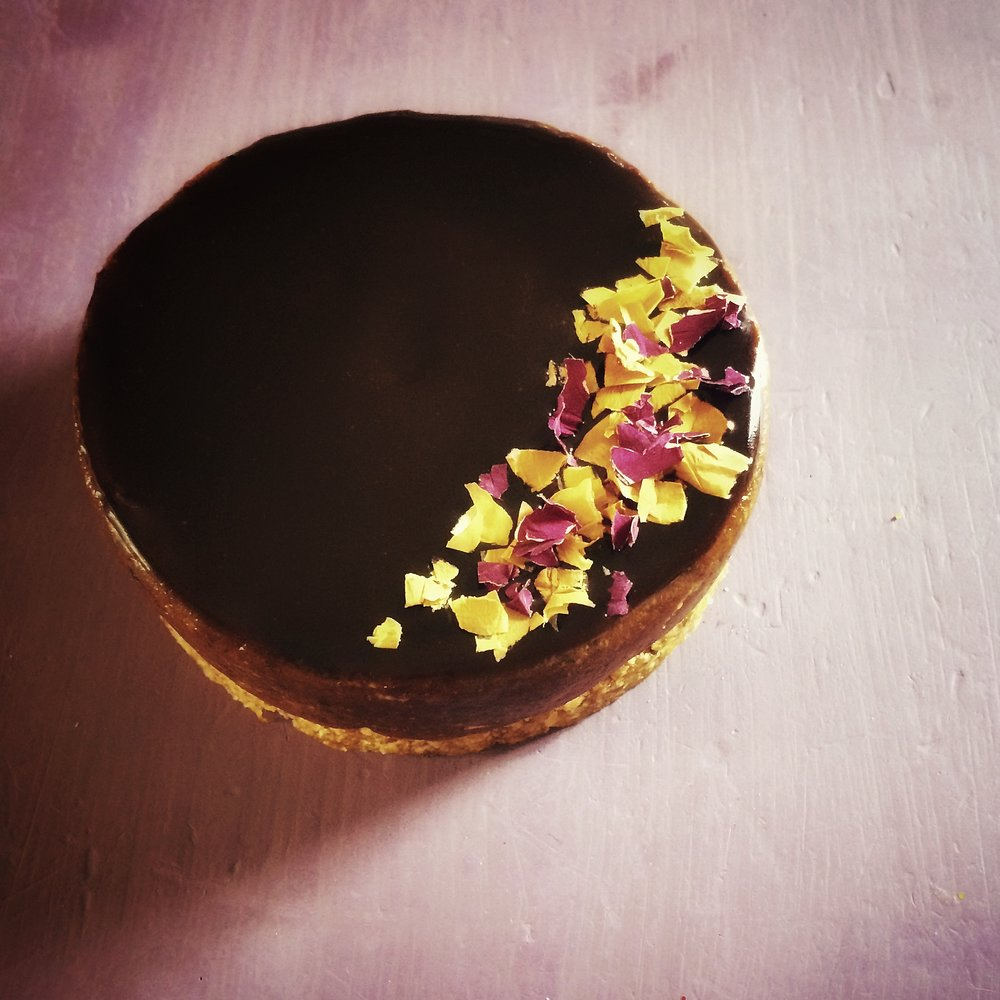 raw chocolate caramel tart
