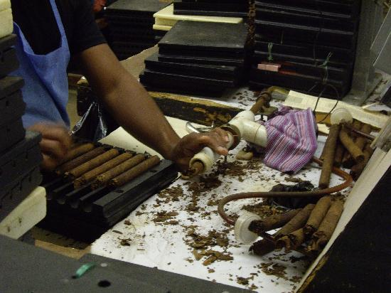 hand-rolling-cigars.jpg