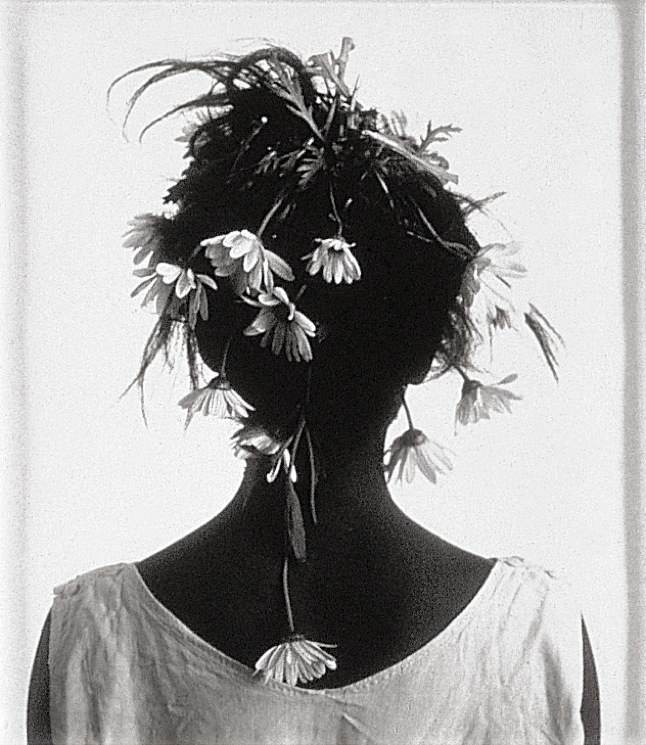 Photo from Lorna Simpson's Stereo Styles, 1988
