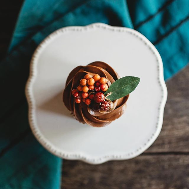 I love learning new things and I've been learning so much about food and product photography lately. It's so much fun! . . . . #kristinthomasphotography #nationalchocolatecupcakeday #ashevillephotographer #foodphotography #foodstyling #halloween #smalpresets #imsomartha #foodphotographyandstyling #f52grams #thekitchn #feedfeed #buzzfeasts #food52 #foodgawker #yum #huffpostetaste #foodgram #eatingfortheinsta #insiderfood #buzzfeedfood #sweetmagazine #southernlivingmagazine #stilllifephotography #foodblogger #cheatday #cupcakes #foodart #eeeeeats