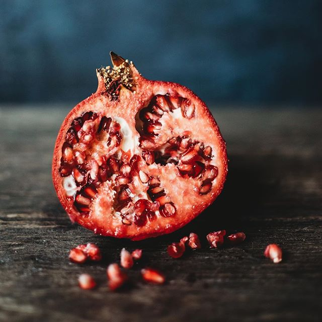 A pomegranate study #2. . . . #kristinthomasphotography #kristinthomasphotography #pomegranate #foodstyling #artstudy #stilllife #stilllifephotography #foodphotography #foodstylingandphotography #paintedbackdrop #paintedbackground #asheville #ashevillephotographer #artist #ashevillenc #wnc #828isgreat #cre828 #productphotography #marketingphotography #darkphotography #moodyphotography #smalpresets