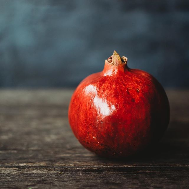 A pomegranate study. . . . #kristinthomasphotography #pomegranate #foodstyling #artstudy #stilllife #stilllifephotography #foodphotography #foodstylingandphotography #paintedbackdrop #paintedbackground #asheville #ashevillephotographer #artist #ashevillenc #wnc #828isgreat #cre828 #productphotography #marketingphotography