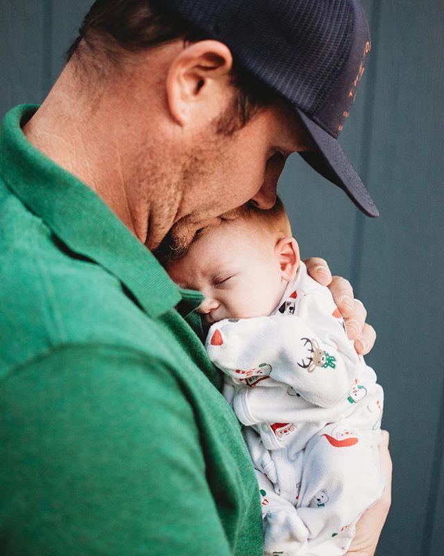Sweet little newborn snuggles. 🥰 . . . #kristinthomasphotography #lifestylephotographer #familyportraits #inhomesession #inhomenewbornphotography #christmasphotography #ashevillephotographer #asheville #ashevillenc #portraitphotographer #newbornphotography #daddyson #sweetbabysnuggles #photographer #photography #nikon #35mm #christmas #baby #smalpresets