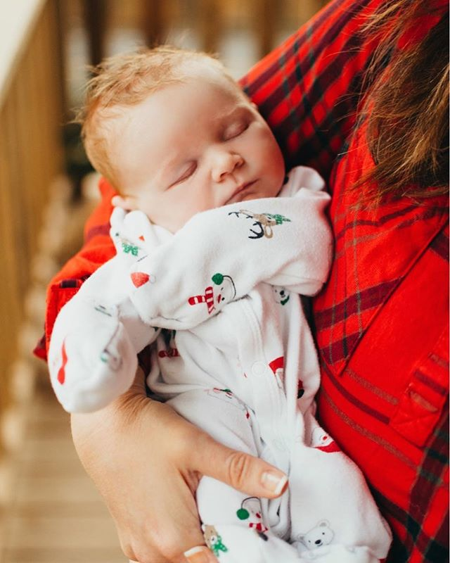 """He's dabbing"" - Courtney 😂 . . . #kristinthomasphotography #ashevilleportraitphotographer #newborn #newbornphotography #lifestylephotographer #portraitphotographer #ashevillephotographer #asheville #wnc #familyportraits #justgoshoot #christmasphotos #baby #newborn #sweetbaby"