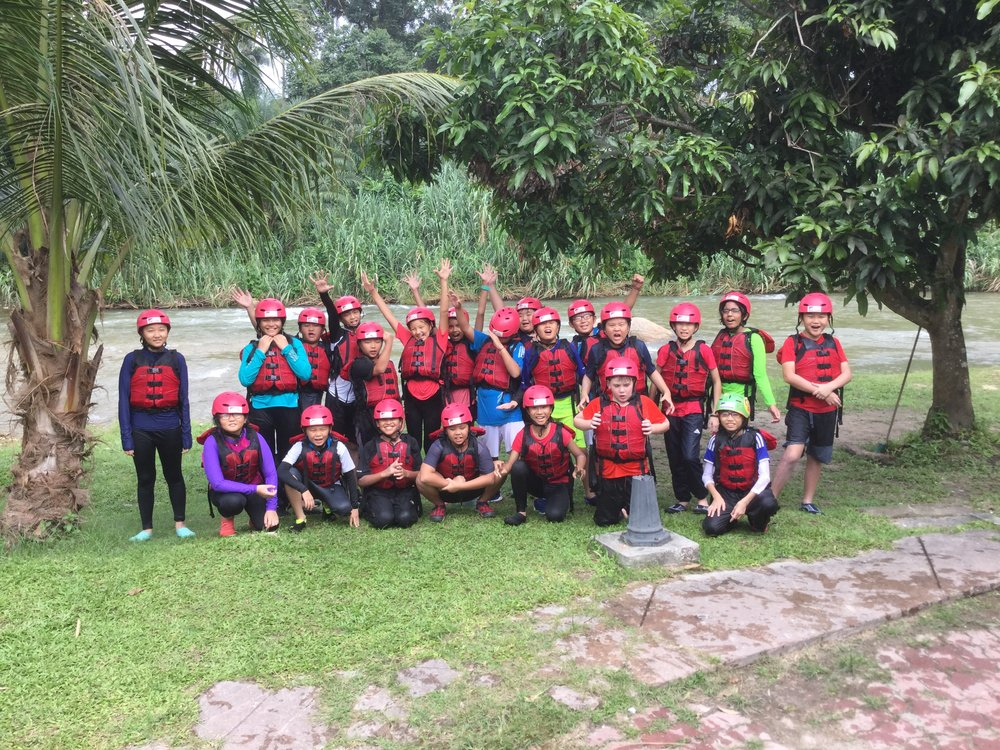 Year 6 Eagles next to the Sungai Kampar.JPG