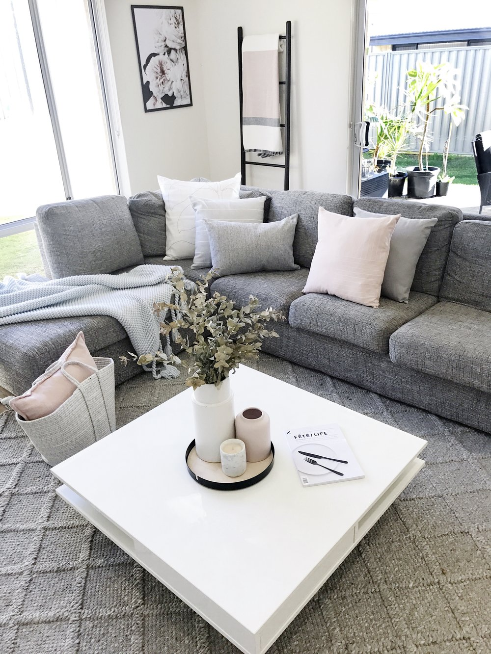 LOUNGE ROOM How to reinvigorate your living room - Keeping key ...