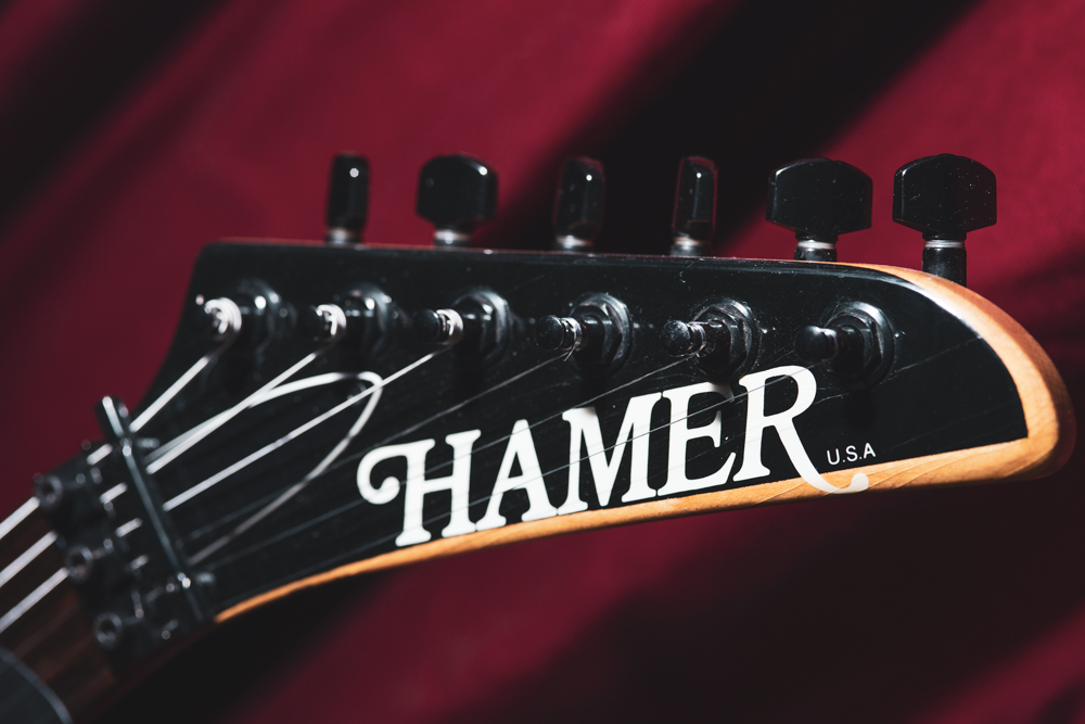 """Great headstock shape, and the beveled edges give it some extra class. I far prefer this headstock look (used on bolt-on Californians and Chaparrals) to the """"beak"""" style Hamers (Centaura, Diablo, etc)."""