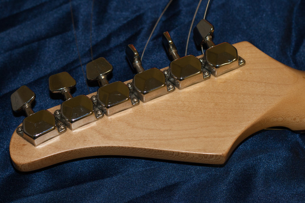 Vintage style tuners which were fairly flimsy feeling.