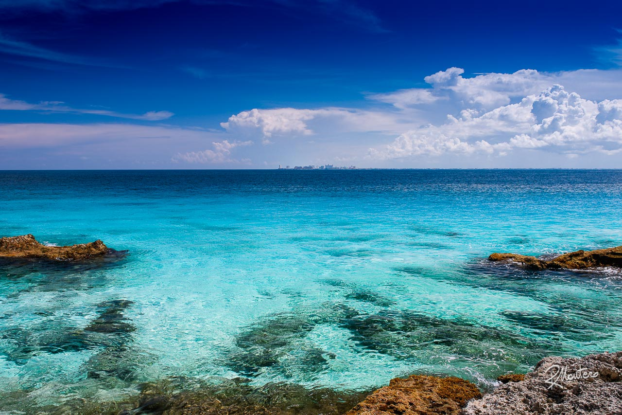 Images reborn - A rework of one of my old shot with new techniques and new ideas. The water in the caribbean sea in front of Cancun (on the far side) can take fantastic tonalities.