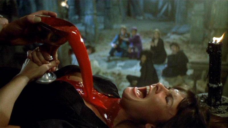 Still fra Dracula A.D. 1972 (1972), dansk titel Vampyren jager hotpants ;)