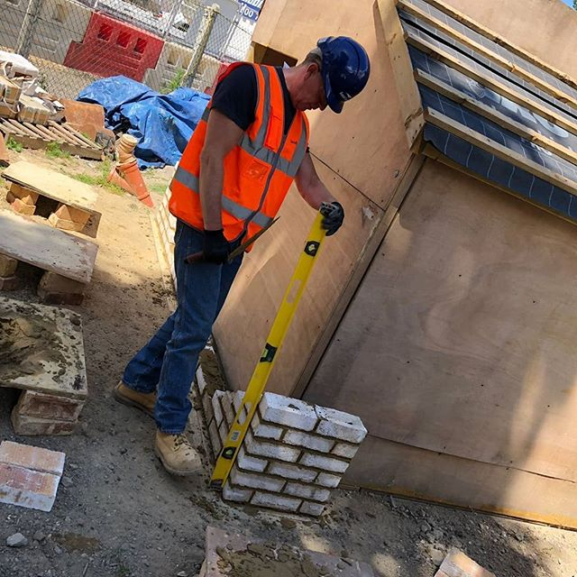 Setting out stretcher bond brick cladding in preparation for our Southwark School Construction Challenge taking place in July 2018 #scscconstructionchallenge2018 #gettrainedinconstruction #bricklaying
